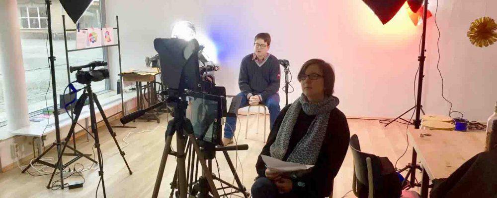 """Im """"Laden"""" in Freilassing wurde zum Auftakt des Democracy Labs ein Filmstudio eingerichtet."""